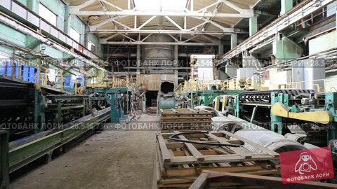 Купить «Конвейер шиферного завода», видеоролик № 28546736, снято 22 июня 2018 г. (c) Евгений Ткачёв / Фотобанк Лори