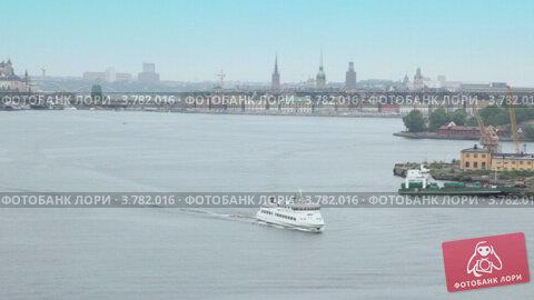 Корабли в заливе у Стокгольма летом. Стоковое видео, видеограф Losevsky Pavel / Фотобанк Лори
