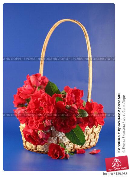 Корзина с красными розами, фото № 139988, снято 28 июня 2007 г. (c) Елена Блохина / Фотобанк Лори