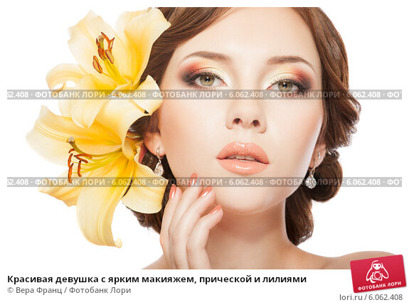 Красивая девушка с ярким макияжем, прической и лилиями. Стоковое фото, фотограф Вера Франц / Фотобанк Лори