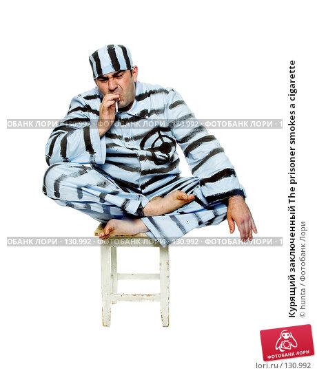 Курящий заключенный The prisoner smokes a cigarette, фото № 130992, снято 11 июля 2007 г. (c) hunta / Фотобанк Лори
