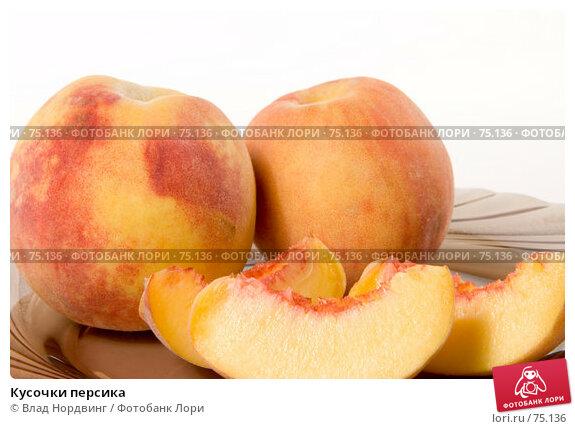 Купить «Кусочки персика», фото № 75136, снято 13 августа 2007 г. (c) Влад Нордвинг / Фотобанк Лори