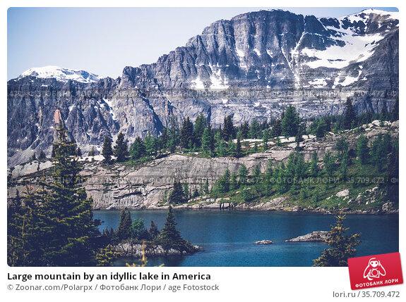 Large mountain by an idyllic lake in America. Стоковое фото, фотограф Zoonar.com/Polarpx / age Fotostock / Фотобанк Лори