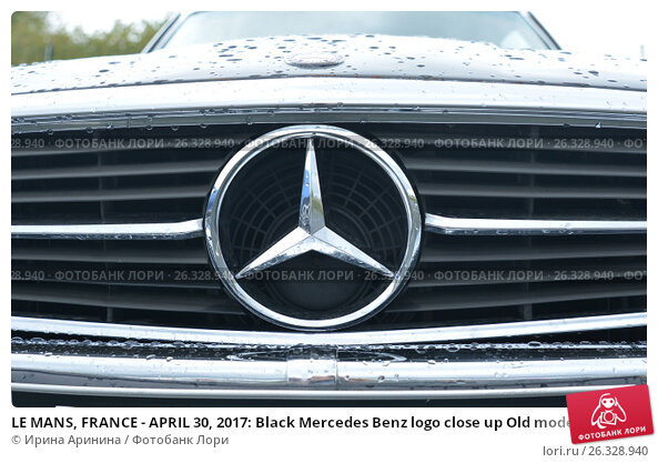LE MANS, FRANCE - APRIL 30, 2017: Black Mercedes Benz logo close up Old model, фото № 26328940, снято 30 апреля 2017 г. (c) Ирина Кучугурина / Фотобанк Лори