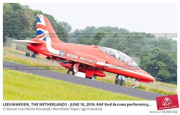 LEEUWARDEN, THE NETHERLANDS - JUNE 10, 2016: RAF Red Arrows performing... Стоковое фото, фотограф Zoonar.com/Micha Klootwijk / age Fotostock / Фотобанк Лори