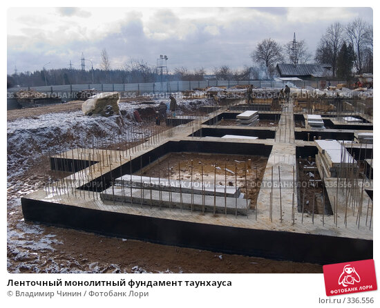 Ленточный монолитный фундамент таунхауса, эксклюзивное фото № 336556, снято 20 марта 2008 г. (c) Владимир Чинин / Фотобанк Лори