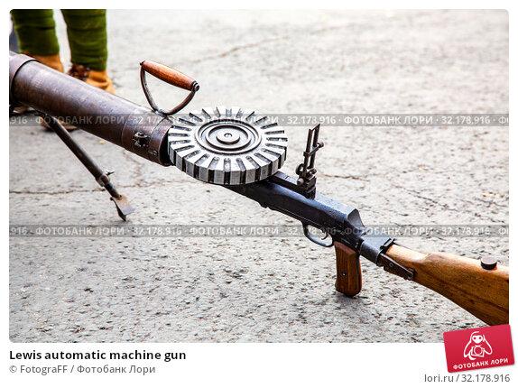 Купить «Lewis automatic machine gun», фото № 32178916, снято 6 октября 2018 г. (c) FotograFF / Фотобанк Лори