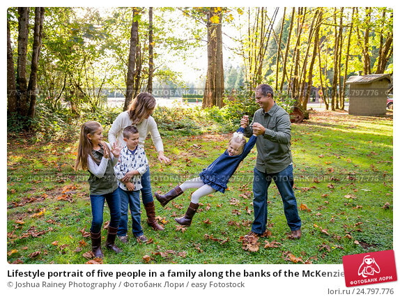 Купить «Lifestyle portrait of five people in a family along the banks of the McKenzie River in Oregon.», фото № 24797776, снято 9 октября 2016 г. (c) easy Fotostock / Фотобанк Лори