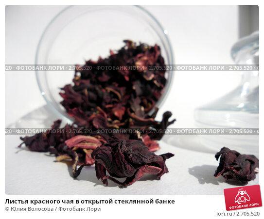 Листья красного чая в открытой стеклянной банке. Стоковое фото, фотограф Юлия Волосова / Фотобанк Лори