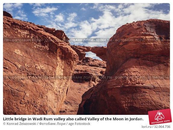 Little bridge in Wadi Rum valley also called Valley of the Moon in Jordan. Стоковое фото, фотограф Konrad Zelazowski / age Fotostock / Фотобанк Лори
