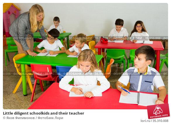 Little diligent schoolkids and their teacher. Стоковое фото, фотограф Яков Филимонов / Фотобанк Лори