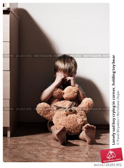 Купить «Lonely sad boy crying in corner, holding toy bear», фото № 25651972, снято 14 ноября 2019 г. (c) Pavel Biryukov / Фотобанк Лори