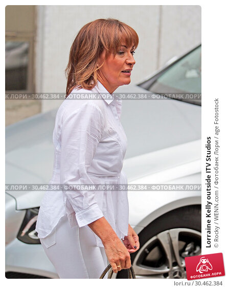 Lorraine Kelly outside ITV Studios (2017 год). Редакционное фото, фотограф Rocky / WENN.com / age Fotostock / Фотобанк Лори