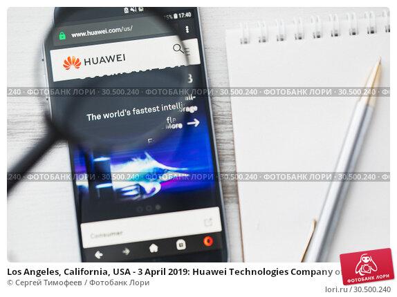 Купить «Los Angeles, California, USA - 3 April 2019: Huawei Technologies Company official website homepage under magnifying glass. Concept Huawei logo visible on smartphone, tablet screen», фото № 30500240, снято 30 марта 2019 г. (c) Сергей Тимофеев / Фотобанк Лори