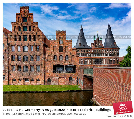 Lubeck, S-H / Germany - 9 August 2020: historic red brick buildings... Стоковое фото, фотограф Zoonar.com/Nando Lardi / age Fotostock / Фотобанк Лори