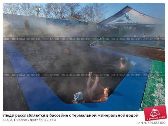 Купить «Люди расслабляются в бассейне с термальной минеральной водой», фото № 29632800, снято 25 декабря 2016 г. (c) А. А. Пирагис / Фотобанк Лори
