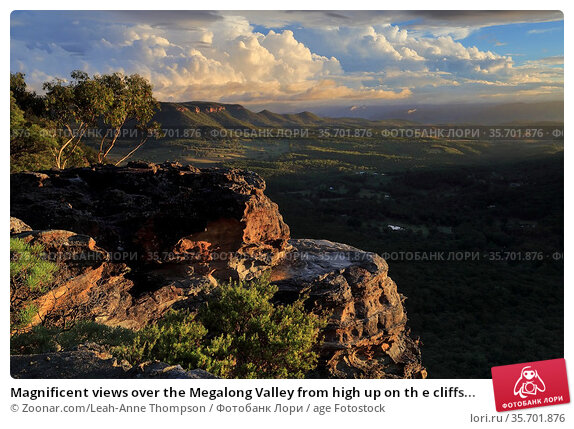 Magnificent views over the Megalong Valley from high up on th e cliffs... Стоковое фото, фотограф Zoonar.com/Leah-Anne Thompson / age Fotostock / Фотобанк Лори