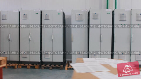 Making an electricity panel boards on a factory. Стоковое видео, видеограф Константин Шишкин / Фотобанк Лори