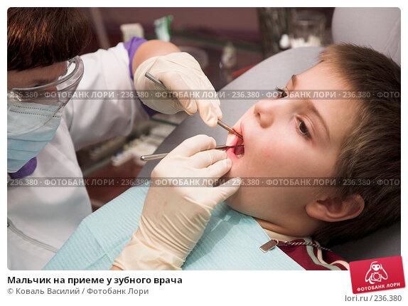 Купить «Мальчик на приеме у зубного врача», фото № 236380, снято 19 апреля 2018 г. (c) Коваль Василий / Фотобанк Лори