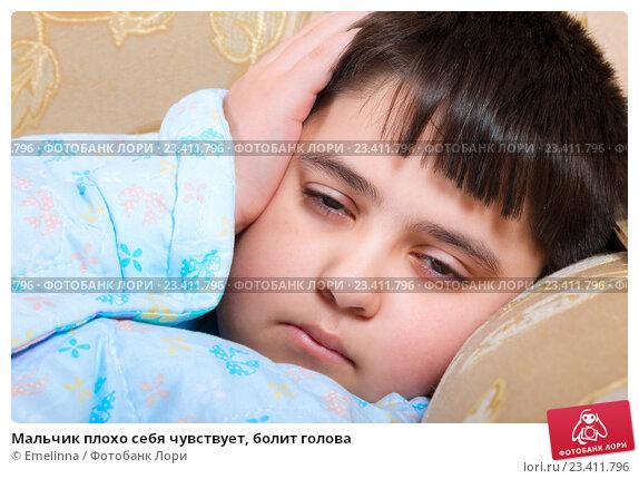 Купить «Мальчик плохо себя чувствует, болит голова», фото № 23411796, снято 19 августа 2016 г. (c) Emelinna / Фотобанк Лори