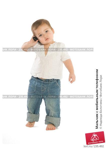 Мальчик с мобильным телефоном, фото № 235492, снято 27 марта 2017 г. (c) Надежда Болотина / Фотобанк Лори