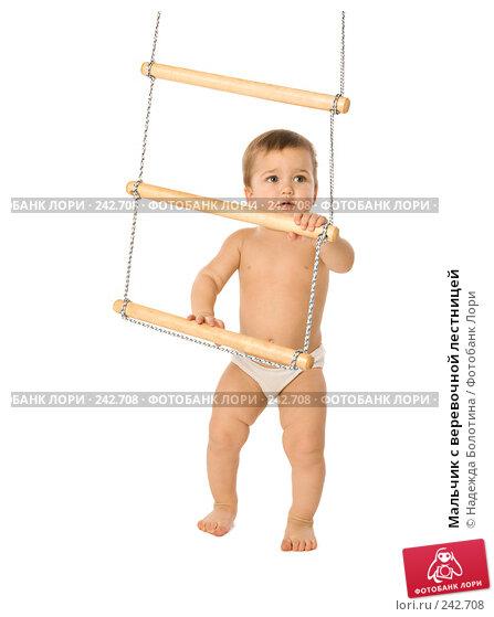 Мальчик с веревочной лестницей, фото № 242708, снято 23 апреля 2017 г. (c) Надежда Болотина / Фотобанк Лори