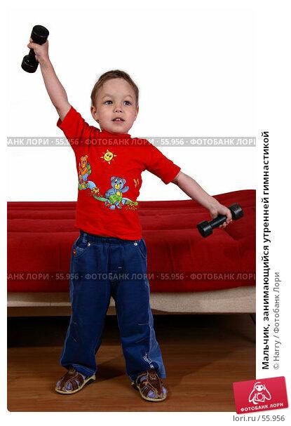 Мальчик, занимающийся утренней гимнастикой, фото № 55956, снято 4 июня 2007 г. (c) Harry / Фотобанк Лори