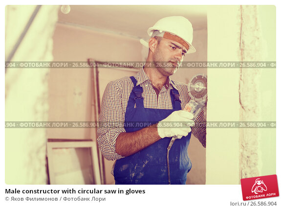 Купить «Male constructor with circular saw in gloves», фото № 26586904, снято 18 мая 2017 г. (c) Яков Филимонов / Фотобанк Лори