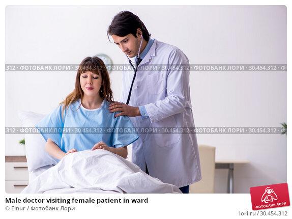 Male doctor visiting female patient in ward. Стоковое фото, фотограф Elnur / Фотобанк Лори