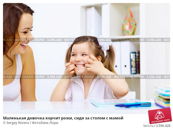 мам учит дочку трахатся