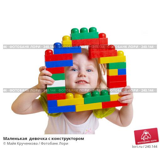 Маленькая  девочка с конструктором, фото № 240144, снято 29 марта 2008 г. (c) Майя Крученкова / Фотобанк Лори