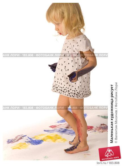 Маленькая художница рисует, фото № 183808, снято 12 января 2008 г. (c) Валентин Мосичев / Фотобанк Лори