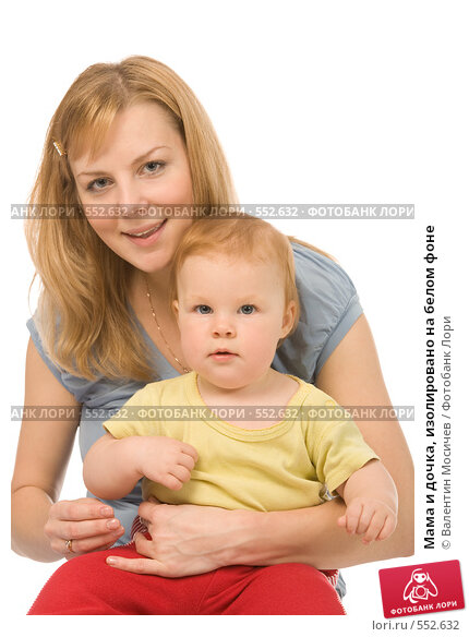 Купить «Мама и дочка, изолировано на белом фоне», фото № 552632, снято 18 октября 2008 г. (c) Валентин Мосичев / Фотобанк Лори