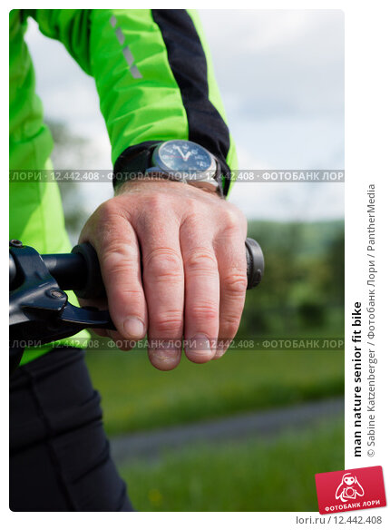 Купить «man nature senior fit bike», фото № 12442408, снято 26 апреля 2019 г. (c) PantherMedia / Фотобанк Лори