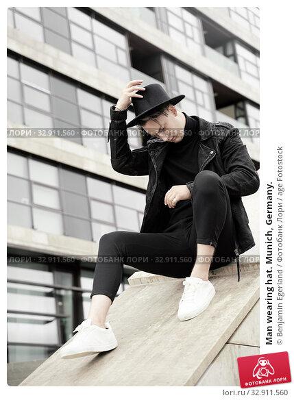 Man wearing hat. Munich, Germany. Стоковое фото, фотограф Benjamin Egerland / age Fotostock / Фотобанк Лори