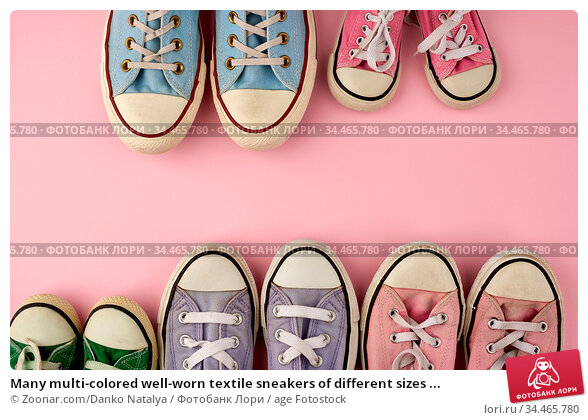 Many multi-colored well-worn textile sneakers of different sizes ... Стоковое фото, фотограф Zoonar.com/Danko Natalya / age Fotostock / Фотобанк Лори