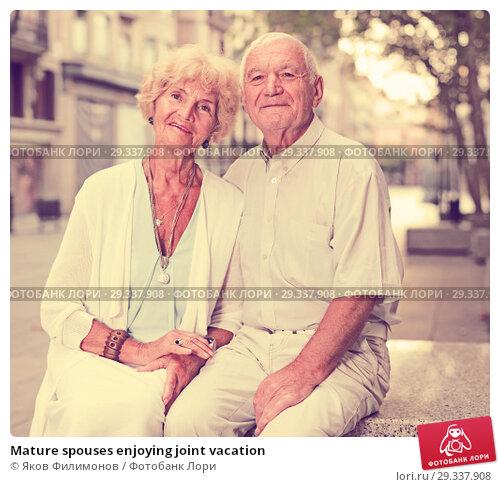 Купить «Mature spouses enjoying joint vacation», фото № 29337908, снято 27 августа 2017 г. (c) Яков Филимонов / Фотобанк Лори
