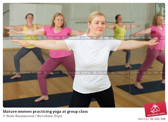 Mature women practicing yoga at group class. Стоковое фото, фотограф Яков Филимонов / Фотобанк Лори
