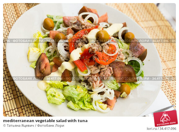 mediterranean vegetable salad with tuna. Стоковое фото, фотограф Татьяна Яцевич / Фотобанк Лори