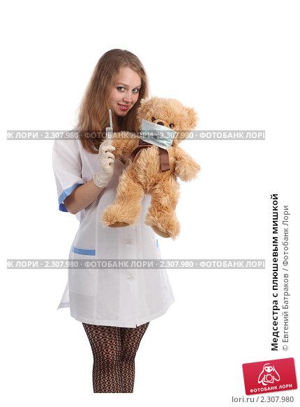 Купить «Медсестра с плюшевым мишкой», фото № 2307980, снято 21 мая 2010 г. (c) Евгений Батраков / Фотобанк Лори