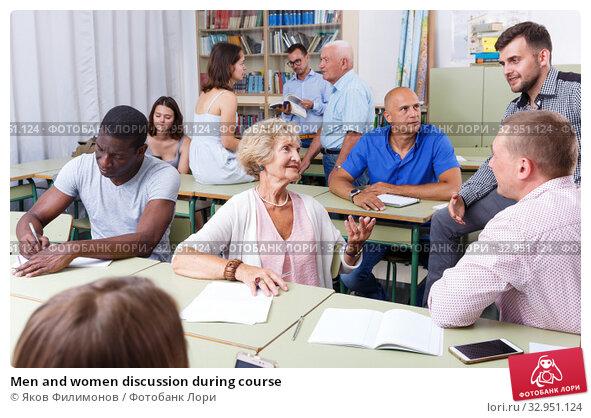 Men and women discussion during course. Стоковое фото, фотограф Яков Филимонов / Фотобанк Лори