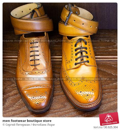 Купить «men footwear boutique store», фото № 30925304, снято 17 июня 2019 г. (c) Сергей Петерман / Фотобанк Лори
