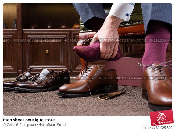 Купить «men shoes boutique store», фото № 30925300, снято 21 июня 2019 г. (c) Сергей Петерман / Фотобанк Лори