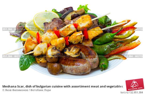 Meshana Scar, dish of bulgarian cuisine with assortiment meat and vegetables. Стоковое фото, фотограф Яков Филимонов / Фотобанк Лори