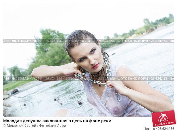 protsess-zakovivaniya-zhenshin-v-tsepi-foto