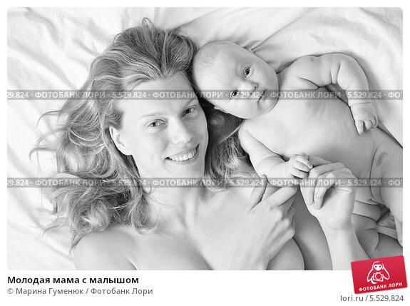 Купить «Молодая мама с малышом», фото № 5529824, снято 15 июня 2010 г. (c) Марина Гуменюк / Фотобанк Лори