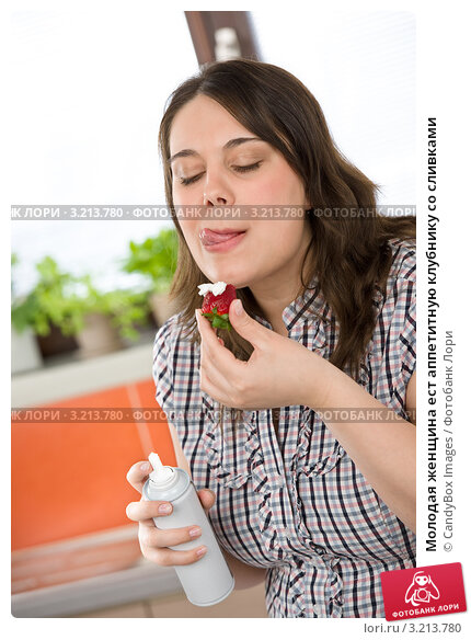 девушка молодая в сливках фото