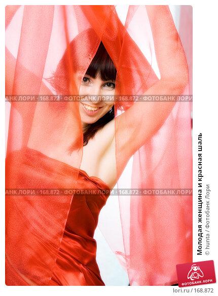 Молодая женщина и красная шаль, фото № 168872, снято 7 июля 2007 г. (c) hunta / Фотобанк Лори