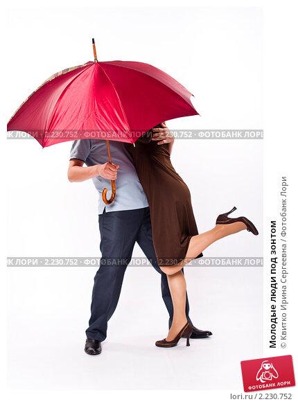 Купить «Молодые люди под зонтом», фото № 2230752, снято 28 марта 2010 г. (c) Квитко Ирина Сергеевна / Фотобанк Лори