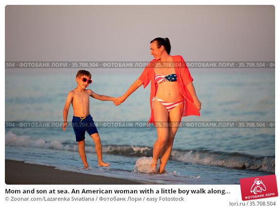 Mom and son at sea. An American woman with a little boy walk along... Стоковое фото, фотограф Zoonar.com/Lazarenka Sviatlana / easy Fotostock / Фотобанк Лори